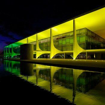 Brasília Palácio Do Planalto Iluminado De Verde E Amarelo 1