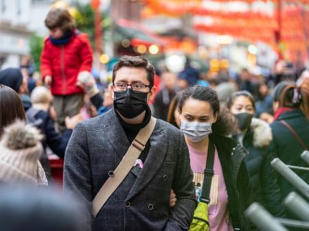 Coronavirus Pessoas Andando Na Cidade Mascara 1592240580805 V2 450x337 1